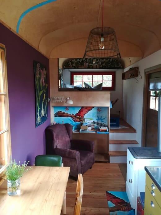 Küche und Wohnraum Zirkuswagen